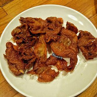 Foto 7 - Makanan(Kulit Goreng Nyoss) di Sambal Khas Karmila oleh felita [@duocicip]