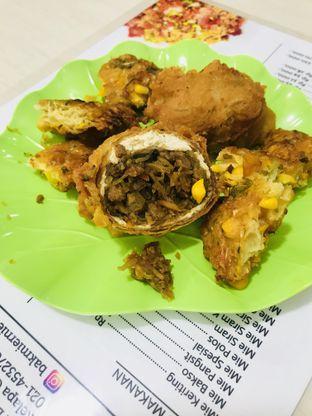 Foto 5 - Makanan(Tahu Isi & Bakwan Jagung) di Ernie oleh Levina JV (IG : @levina_eat & @levinajv)