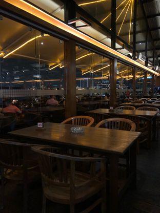 Foto 5 - Interior di Jetski Cafe oleh Mitha Komala