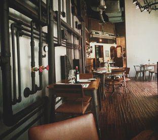 Foto 7 - Interior di The Fctry Bistro & Bar oleh Astrid Huang   @biteandbrew