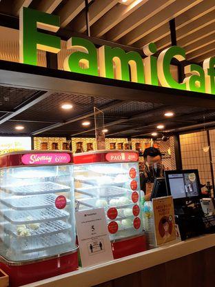 Foto 7 - Interior di FamiCafe oleh Stallone Tjia (@Stallonation)