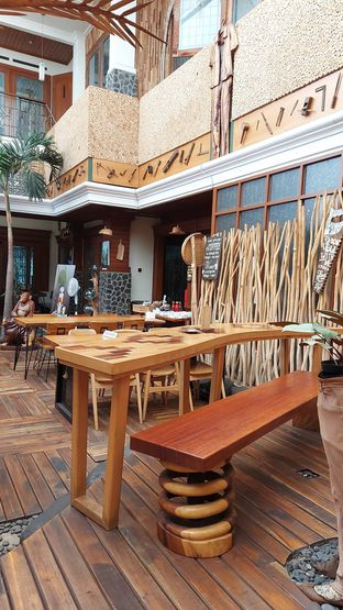 Foto review Equator Coffee & Gallery oleh Mouthgasm.jkt  10
