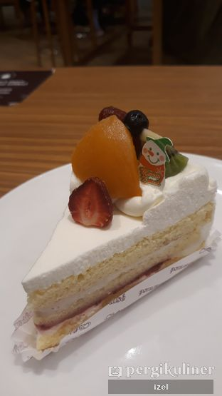 Foto - Makanan(Fruits Cake) di Chateraise oleh izel / IG:Grezeldaizel