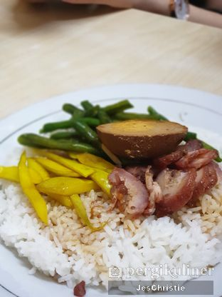 Foto 1 - Makanan(Nasi Chasiu Telur) di Bun Hiang oleh JC Wen