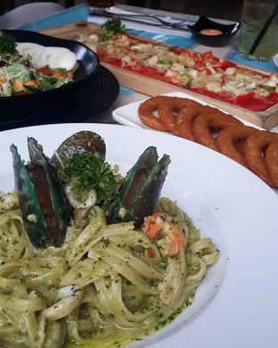 Foto 2 - Makanan(Seafood Fettuccini) di The Spoke Bistro oleh Claudia @grownnotborn.id