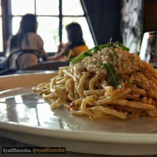 Foto 1 - Makanan(Spaghetti Aglio Olio with Pangritata) di Bottega Ristorante oleh syaiffinnuha