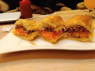 Foto 4 - Makanan(BBQ Chicken Sandwich (IDR 55K) ) di Cali Deli oleh Renodaneswara @caesarinodswr