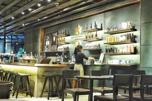 Foto 4 - Interior di Starbucks Reserve oleh Marisa Aryani