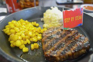 Foto - Makanan di Steak Hotel by Holycow! oleh IG: biteorbye (Nisa & Nadya)