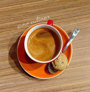 Foto 4 - Makanan(Hot Long Black) di Asymmetric Games & Coffee oleh Nika Fitria