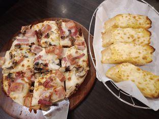 Foto 1 - Makanan di Pizza Hut oleh Sisil Kristian