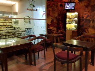 Foto 4 - Interior di Rollaas Coffee & Tea oleh Amrinayu