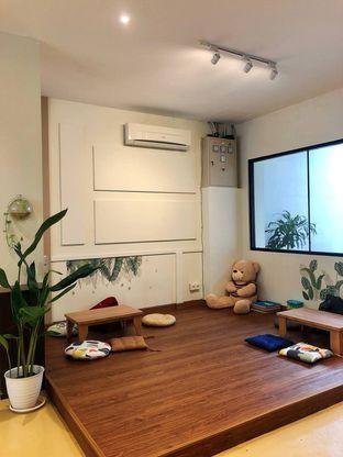 Foto 6 - Interior di Komune Cafe oleh kdsct