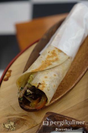 Foto 2 - Makanan di Emado's Shawarma oleh Darsehsri Handayani