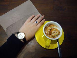 Foto 1 - Makanan(Affogato) di Upnormal Coffee Roasters oleh Putri Menes Aprilian Suci