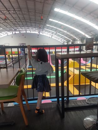 Foto 8 - Interior di Bounce Cafe oleh Lid wen
