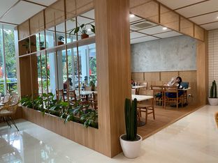 Foto 8 - Interior di Dailydose Coffee & Eatery oleh Jeljel