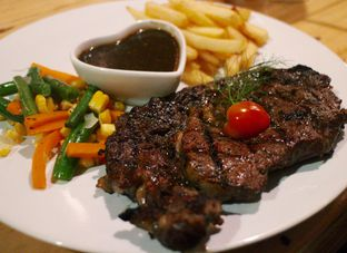 Foto 1 - Makanan(Sirloin) di Double U Steak by Chef Widhi oleh Magdalena Fridawati
