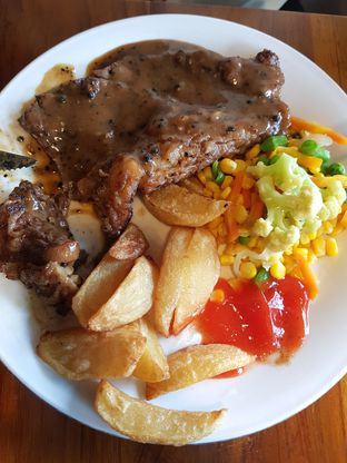 Foto 3 - Makanan(Sirloin NZ Black Pepper Sauce) di Abuba Steak oleh Anastasia @anasmarch