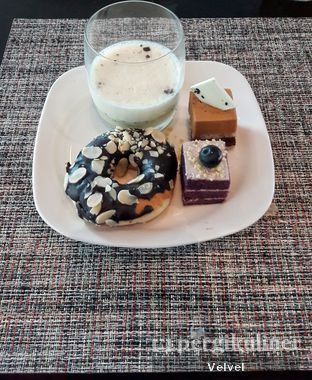 Foto 7 - Makanan di Collage - Hotel Pullman Central Park oleh Velvel