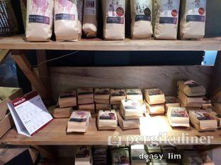 Foto 6 - Interior di Anomali Coffee oleh Deasy Lim