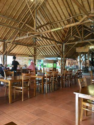 Foto 1 - Interior di Gubug Udang Situ Cibubur oleh Prido ZH