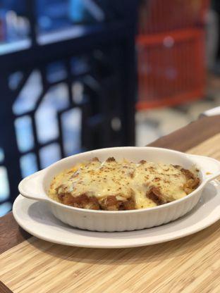 Foto 1 - Makanan(HK Style Pork Chop Mozza Baked Rice) di Wan Treasures oleh YSfoodspottings