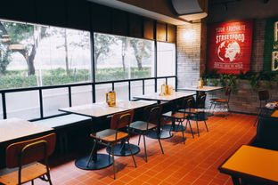 Foto 30 - Interior di The People's Cafe oleh Indra Mulia