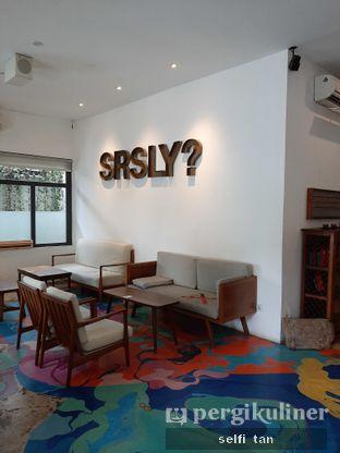 Foto 5 - Interior di SRSLY Coffee oleh Selfi Tan