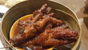 Foto 2 - Makanan(Kaki ayam) di Eastern Restaurant oleh zelda