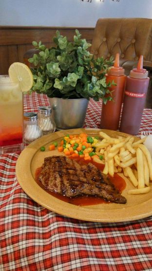 Foto 5 - Makanan(Tenderloin Steak Classic + Friut Punch) di Suis Butcher oleh Fadhlur Rohman