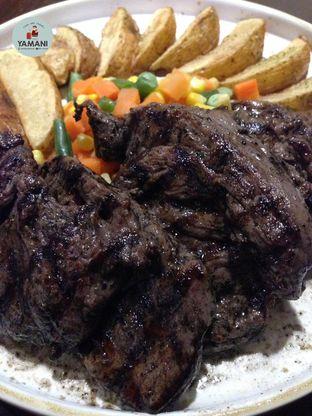 Foto 1 - Makanan(Tenderloin Steak 500gr) di Jumbo Eatery oleh awakmutukangmakan