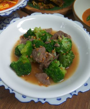Foto 1 - Makanan(Tumis Brokoli Daging Sapi) di Blue Jasmine oleh Renodaneswara @caesarinodswr