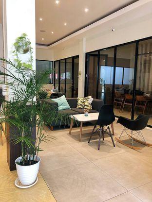 Foto 9 - Interior di Komune Cafe oleh kdsct