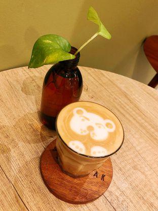 Foto 2 - Makanan(Caramel Latte) di Sedjenak Koffie En Eethuis oleh kdsct