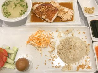 Foto - Makanan(Nasi Hainam Ayam Panggang) di Eaton Bakery and Restaurant oleh feedthecat