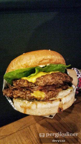 Foto review Lawless Burgerbar oleh Devy (slimybelly)  1