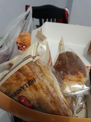 Foto review Holland Bakery oleh Maissy  (@cici.adek.kuliner) 4