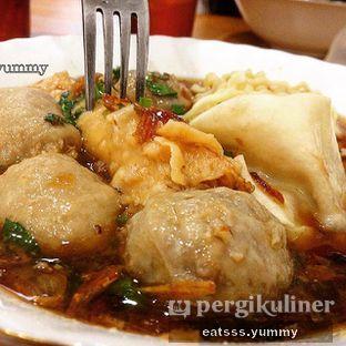 Foto - Makanan(Bakso Urat, Bakso Halus, Pangsit Mekar, Pangsit Panjang, Mie) di Bakso Malang Nonik oleh Yummy Eats