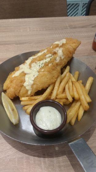 Foto 1 - Makanan(The Best Fish & Chips In Town (IDR 96.9k) ) di Fish & Co. oleh Renodaneswara @caesarinodswr