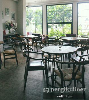 Foto 6 - Interior di Red Door Koffie House oleh Selfi Tan