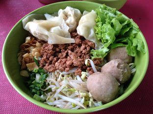 Foto 1 - Makanan(Mie Ayam Pangsit Bakso) di Mie PanPan oleh awakmutukangmakan