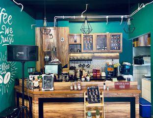 Foto 7 - Interior di Edisan Coffee oleh feedthecat