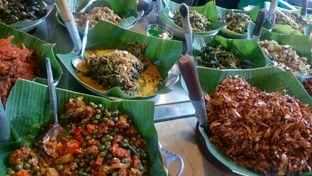 Foto 1 - Makanan di Alas Daun oleh Review Dika & Opik (@go2dika)