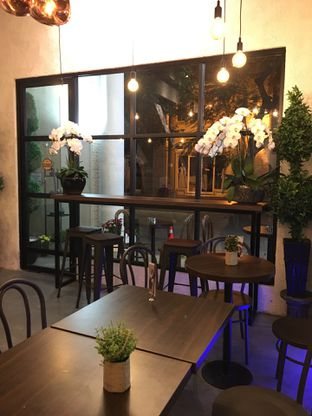 Foto 12 - Interior di Trvffle Bistro oleh Jeljel