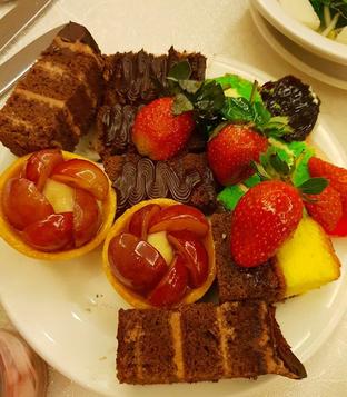 Foto 1 - Makanan di Bogor Cafe - Hotel Borobudur oleh Mitha Komala