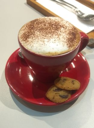 Foto 1 - Makanan(Cappucino (IDR 33k) ) di Mula Coffee House oleh Renodaneswara @caesarinodswr