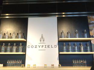 Foto 3 - Interior di Cozyfield Cafe oleh Aghni Ulma Saudi