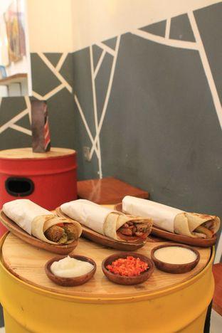Foto 3 - Makanan di Emado's Shawarma oleh Prido ZH
