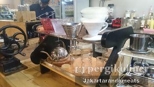 Foto 10 - Interior di Journey Coffee oleh Jakartarandomeats